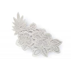 White macramé lace, blossoms (Italy)